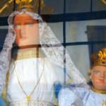Dettaglio della Madonna vestita di bianco