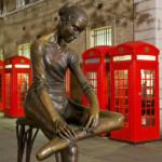 """L'opera """"Giovane Ballerina"""" è situata in Broad Court di fronte al Teatro dell'Opera a Covent Garden"""