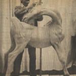 Enzo dà forma all'argilla nel suo studio di Chelsea
