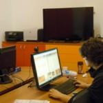 Il gruppo aveva libero accesso alla sala informatica.