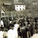 Il corteo funebre sul ponte di cech