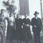 Foto di famiglia, con Aldo Moro assieme alla zia Costanza, la mamma Teresa, la zia Luigia ed il nonno Vigj di Gleries.