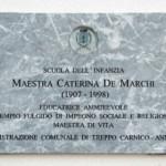 La targa commemorativa dedicata alla maestra Caterina De Marchi