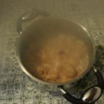 L'aggiunta di acqua bollente salata.