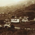 """1895 - Il """"centro"""" di Treppo: ben visibili il Cristofoli e l'edificio della scuola laica"""