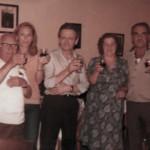 Treppo Carnico estate 1979 - A destra Basilio con la moglie insieme ad altri clienti e al gestore della trattoria De Cillia