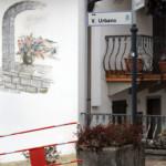 La via dedicata all'artista nella natia Zenodis
