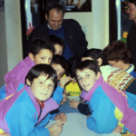 Graziano Blanzan assieme ad alcuni bambini