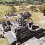 Vista dall'alto delle rovine Maya a Toninà